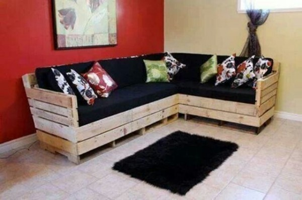corner sofa made with pallet