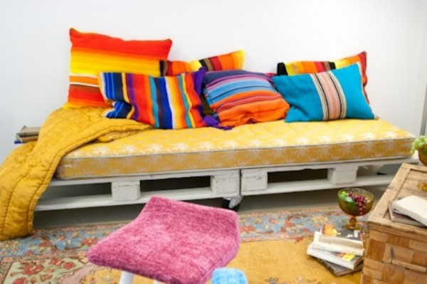 Sofas from the pallet decor-dreams.com - Decor ideas